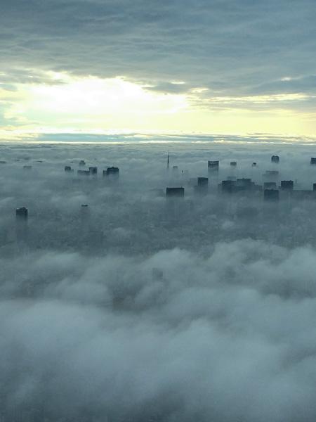 東京スカイツリー雲海と東京タワー