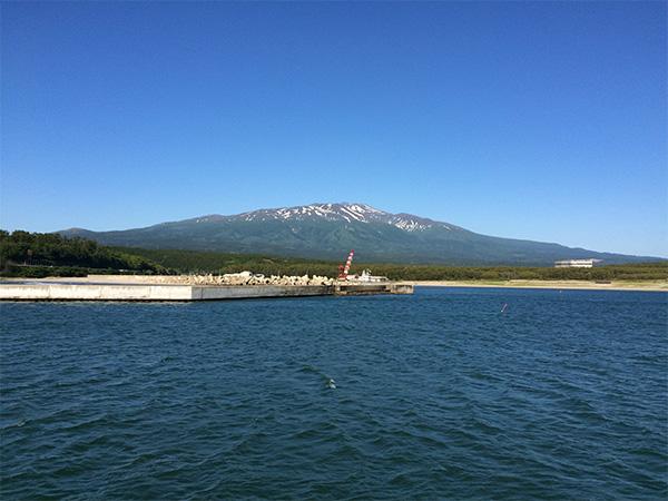 吹浦港から鳥海山