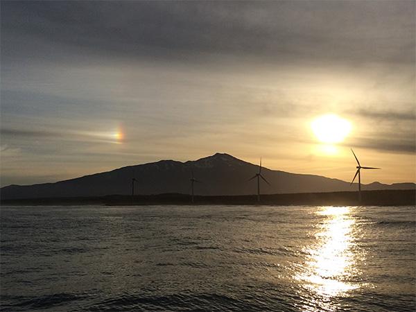 鳥海山の朝焼けと虹