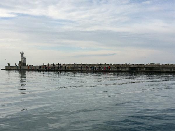 象潟漁港灯台付近