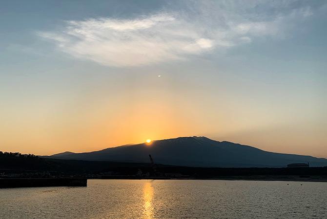 鳥海山からの日の出