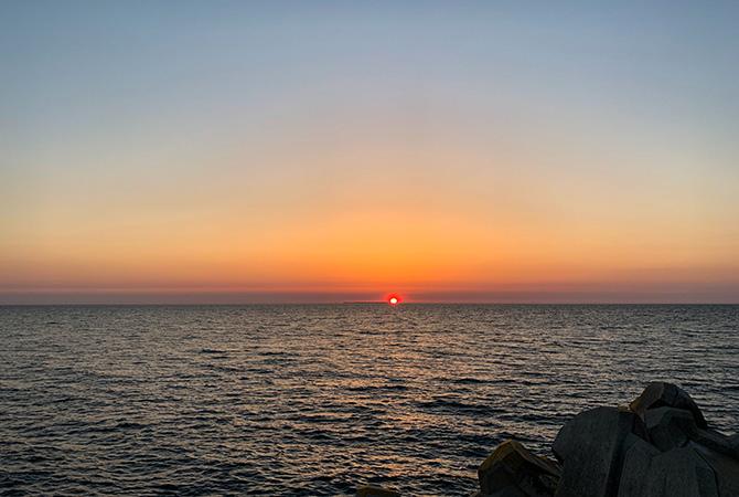 飛島に沈む夕日