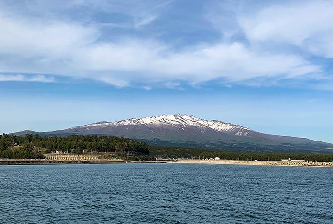 吹浦第3突堤からの鳥海山もきれい