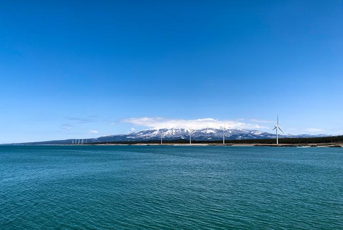 酒田共同火力防波堤から鳥海山を望む(2021.3.4)