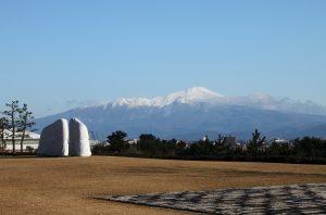 酒田市美術館より鳥海山を望む