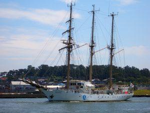 日和山と帆船
